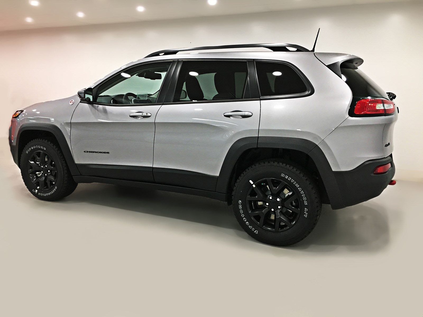 new 2018 jeep cherokee trailhawk leather plus 4x4 v6 sunroof navigation sport utility near. Black Bedroom Furniture Sets. Home Design Ideas