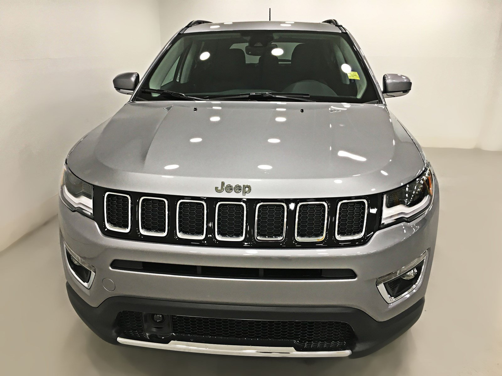 new 2018 jeep compass limited 4x4 sunroof navigation sport utility near moose jaw 18c08. Black Bedroom Furniture Sets. Home Design Ideas