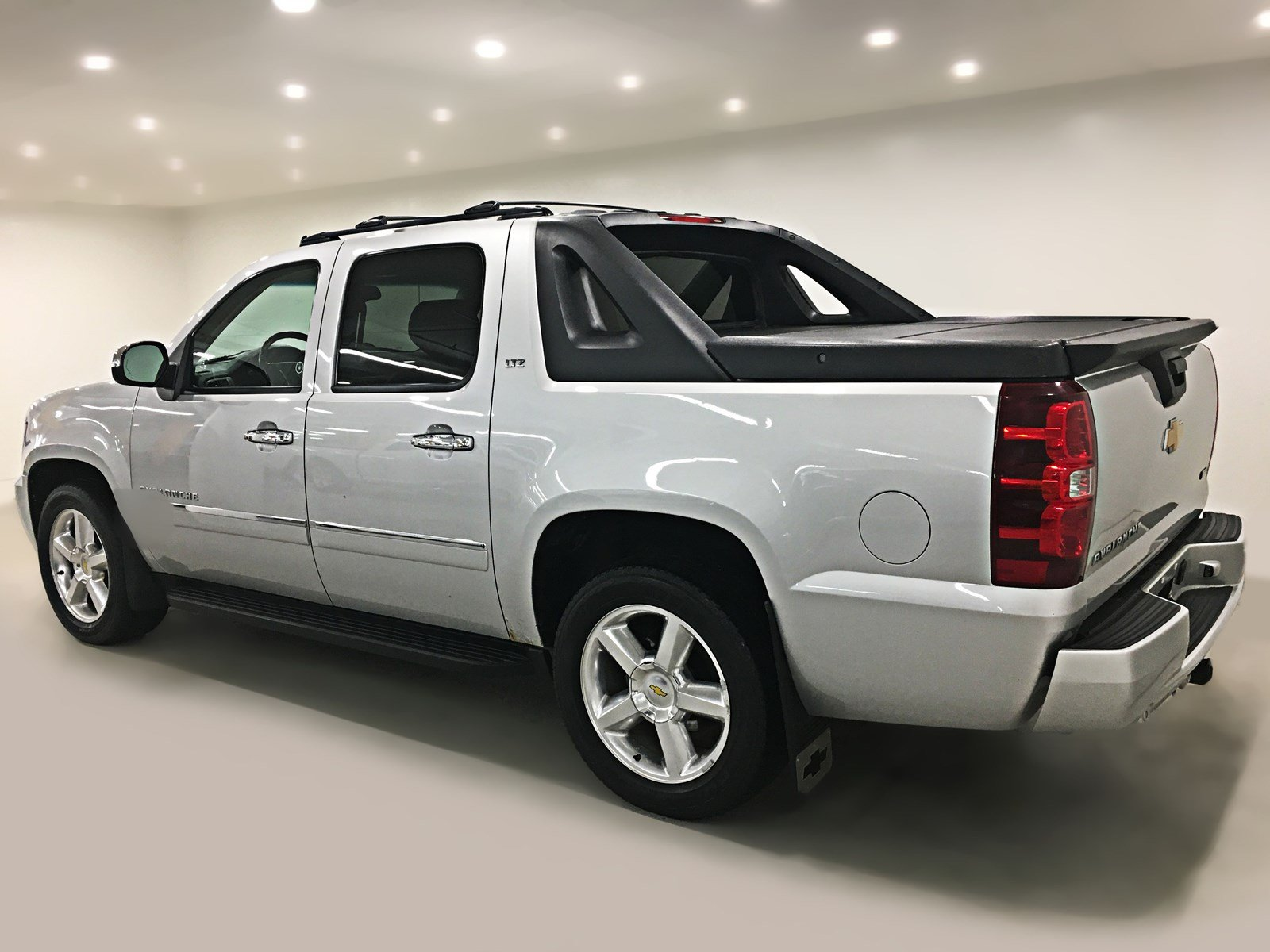 Pre Owned 2010 Chevrolet Avalanche Ltz Crew Cab Leather